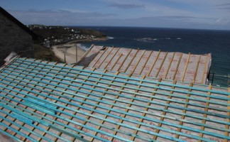 DuPont Tyvek Supro, which offers unrestricted BS 5534 compliance, is the favoured choice of Marnick Roofing and was chosen for a development project in Cornwall's windswept Sennen Cove. Photo: Bradley Cameron for DuPont Tyvek