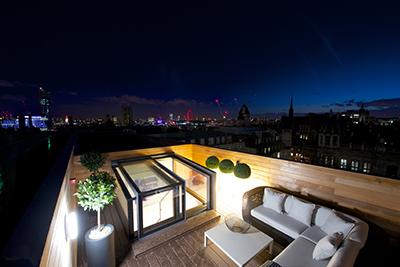 three-wall-box-skylight-night-view