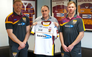 L-R: Tom Symonds, back-row for Huddersfield Giants, David Moore, managing director at Bond It, Aaron Murphy, winger for the Huddersfield Giants