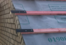 Ubbink's Dry Verge Batten Bracket design removes the need to replace or extend the existing batten and streamlines the verge fixing process.